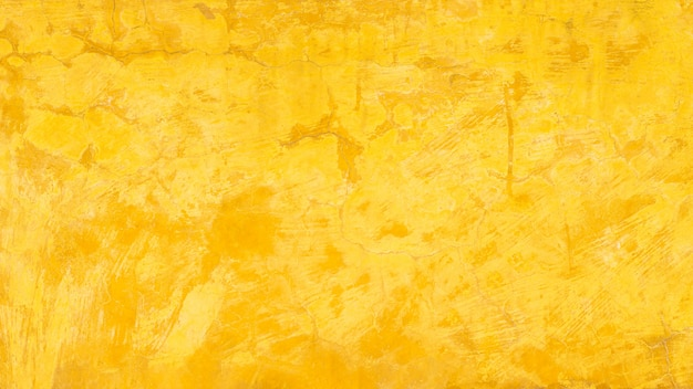 Stary żółty betonowy mur.