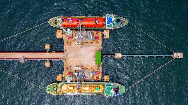 Statek cysterna gazowa lpg, widok z lotu ptaka liquefied petroleum gas