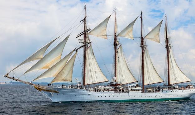 Statek juan sebastian de elcano