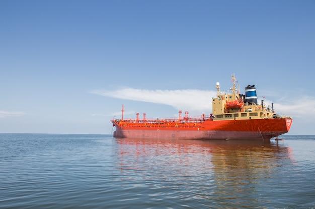 Statek naftowy
