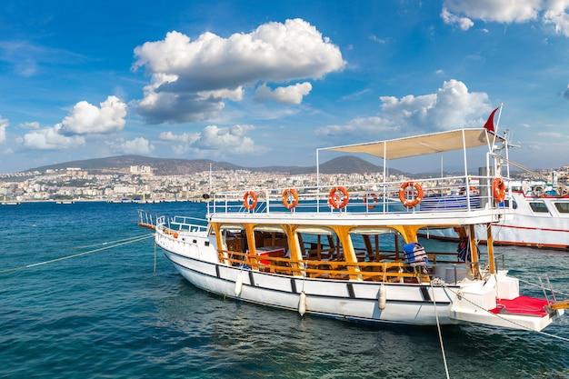 Statek w kusadasi w turcji