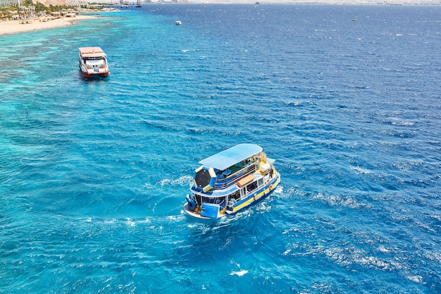 Statek wycieczkowy do podróży po morzu czerwonym w izraelu