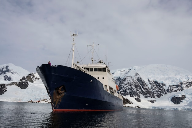 Statek wyprawy na morze antarktyczne