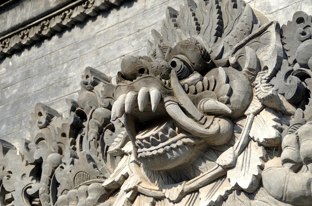 Statua balijskich bogów