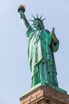 Statua wolności w słoneczny dzień