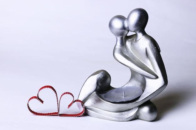 Statuetka walentynki z sercami