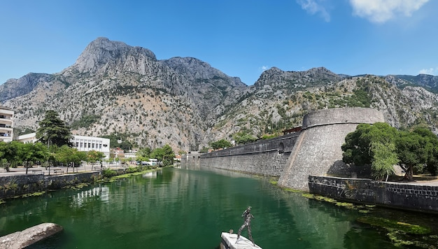 Staw blisko kampana wierza w kotor, montenegro