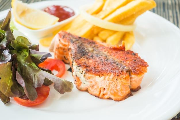 Stek przygotowane ze świeżych ryb nikt