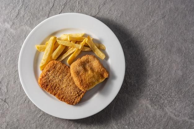 Stek san jacobo wypełniony serem i szynką