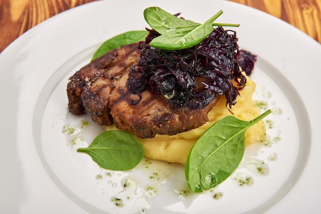 Stek wołowy i puree ziemniaczane