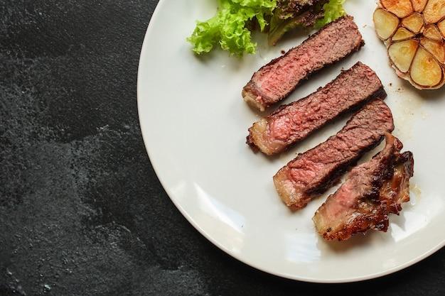 Stek wołowy smażony grill