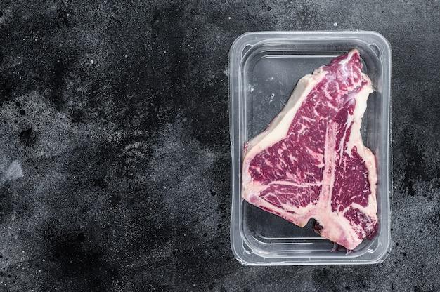 Stek wołowy z surowej tony pakowany próżniowo.