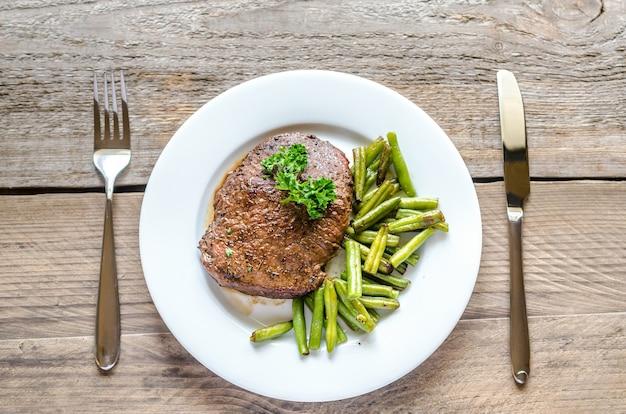 Stek wołowy z zieloną fasolką