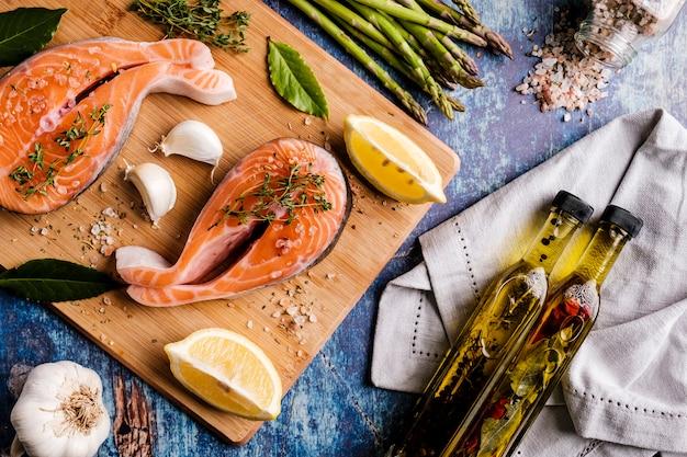 Stek z łososia atlantyckiego ze składnikami