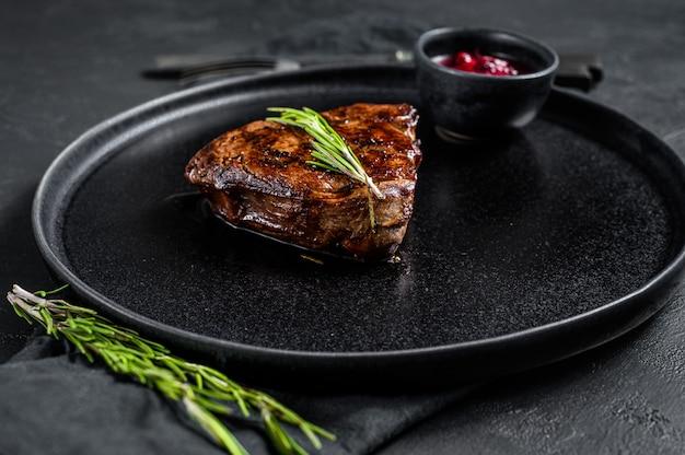 Stek z polędwicy, pieczona wołowina. widok z góry