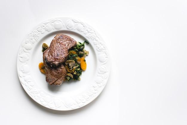 Stek z polędwicy wołowej z warzywami