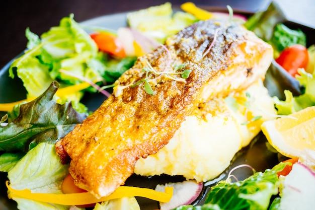 Stek z polędwicy z łososia