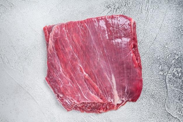 Stek z surowego mięsa wołowego lub wołowego