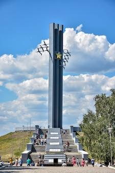 Stele cranes w parku zwycięstwa w saratowie