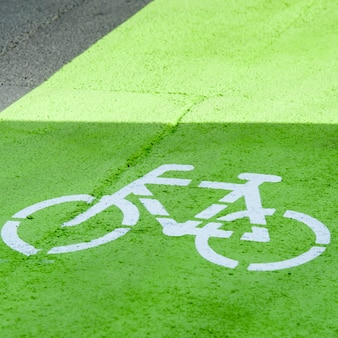 Stencil rowerowy na ścieżce