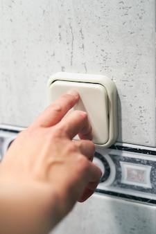 Sterowanie włącznikiem światła, koncepcja oszczędzania energii elektrycznej