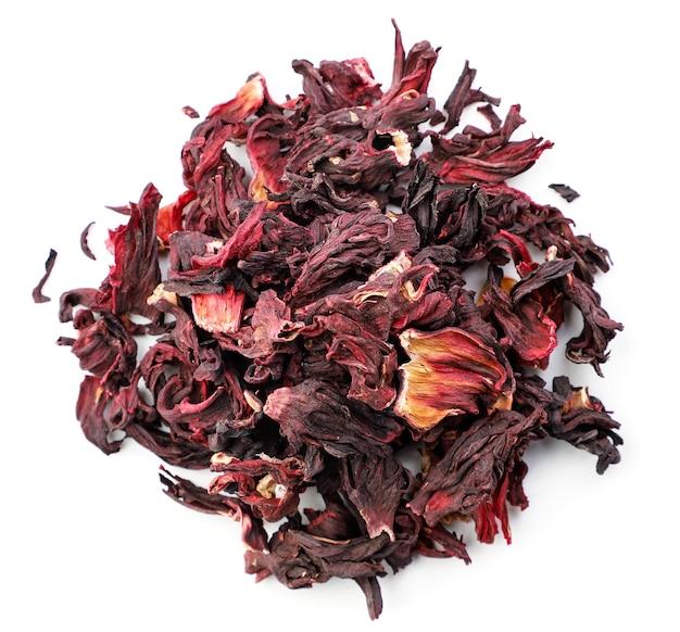 Sterta herbaty hibiskusa z bliska na białym tle, odizolowane. widok z góry