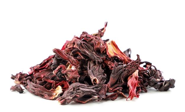 Sterta hibiskusa herbaty z bliska na białym tle. odosobniony