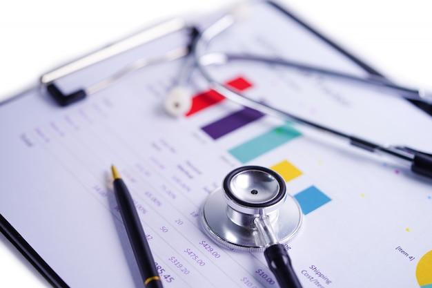 Stetoskop na papierze do wykresów i wykresów.