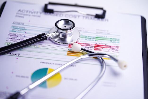 Stetoskop na papierze wykresu