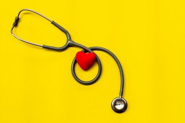 Stetoskop na żółto