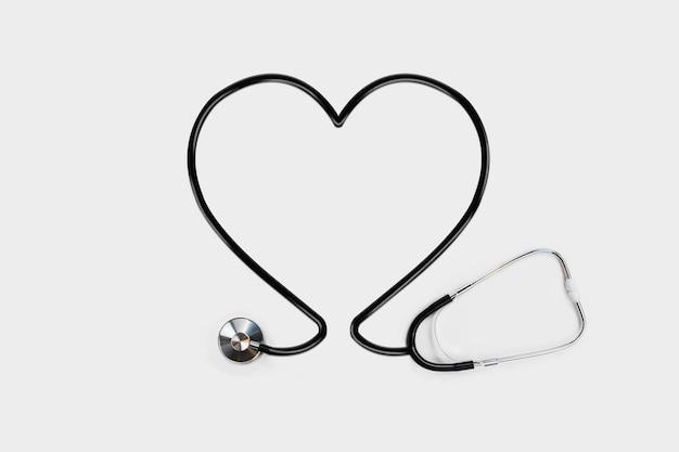 Stetoskop z rurką zarys serca