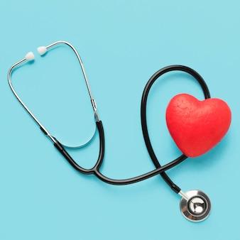 Stetoskop z widokiem z góry na światowy dzień serca