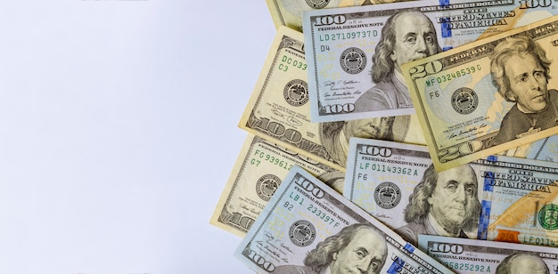 Sto amerykańskich dolarów banknotów zamyka up