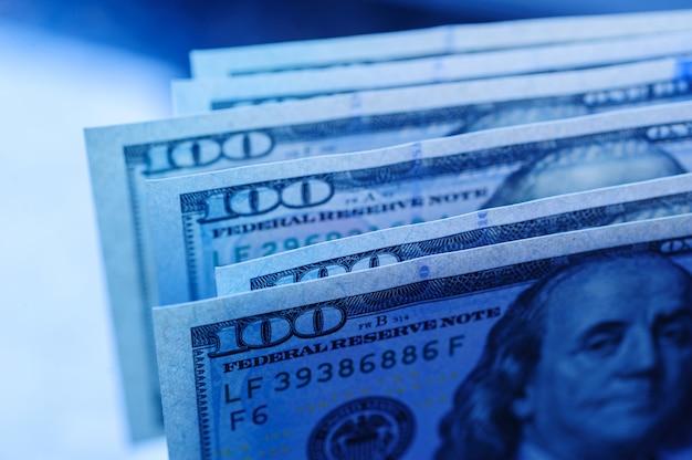 Sto-dolarowe rachunki