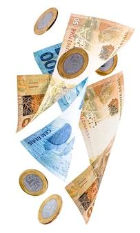 Sto pięćdziesiąt dwieście reais rachunków wchodzących na pojedyncze białym tle