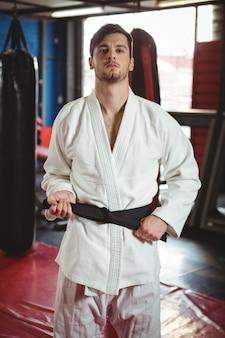 Stojący gracz karate