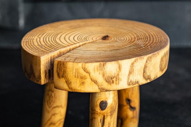 Stojak na przybory kuchenne deska do krojenia w kuchni naturalne drewno mały stołek artykuły domowe przestrzeń