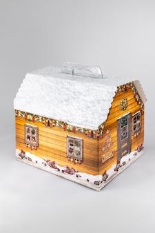 Stół choinkowy ręcznie robiony układ mini dekoracji na nowy rok sztuczne na białym tle