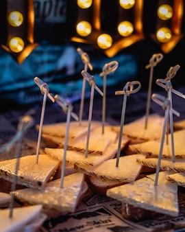Stół deserowy na bankiet weselny