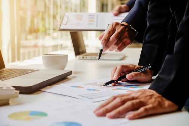 Stół doradztwo papierkowej roboty inwestycyjne wykonawczej