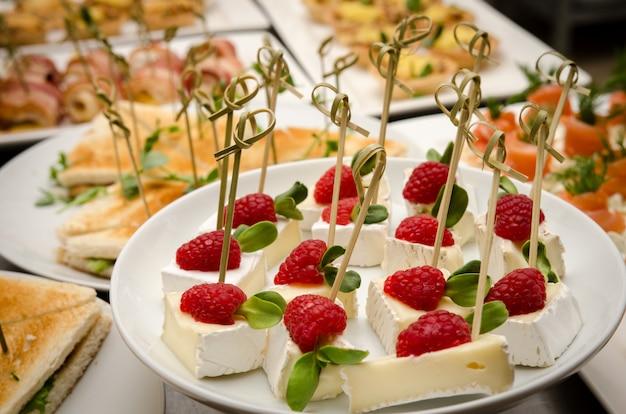Stół gastronomiczny w formie bufetu