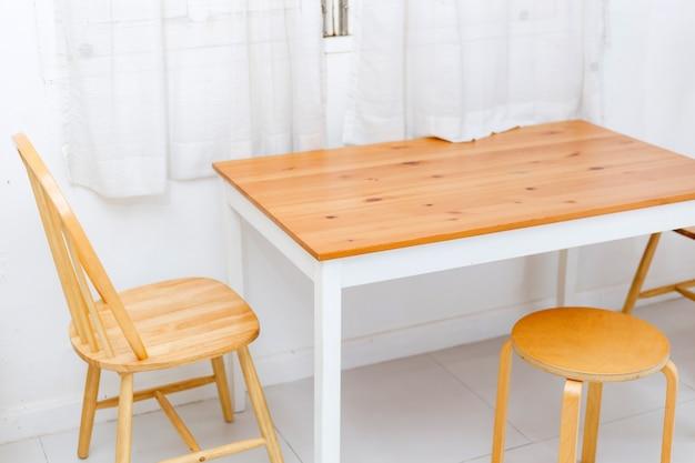 Stół i charis w roon restauracji
