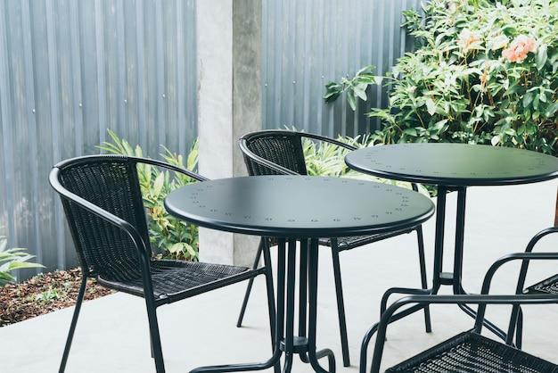 Stół i krzesło w kawiarni