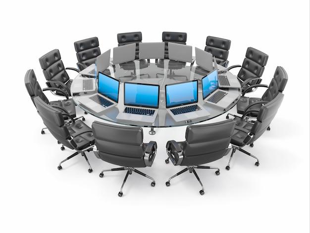 Stół konferencyjny z laptopami i fotelami