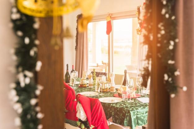 Stół podawany na świąteczną kolację