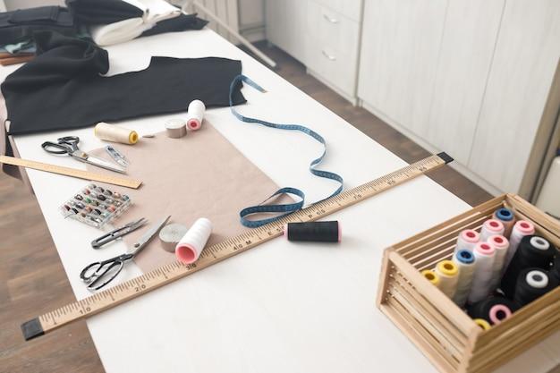 Stół roboczy krawcowa z akcesoriami