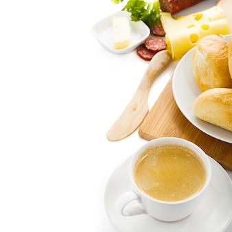 Stół śniadaniowy z przykładowym tekstem