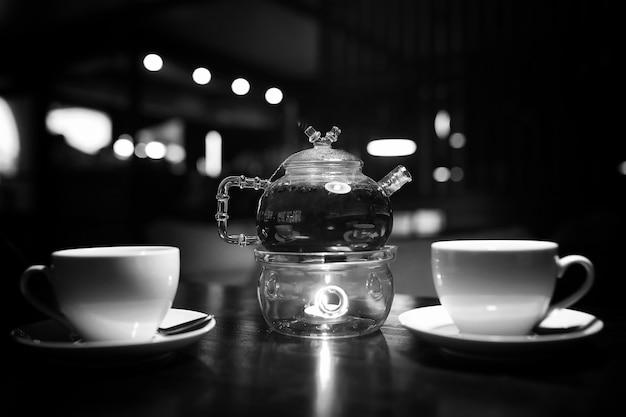 Stół w kawiarni przedmiotów