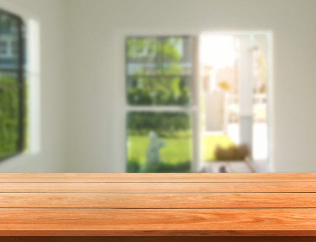 Stół z drewna w nowoczesnym wnętrzu pokoju domowego z pustą przestrzenią do kopiowania na stole do makiety wyświetlania produktu.