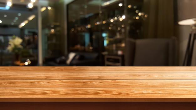 Stół z drewna w rozmycie tła nowoczesnej restauracji